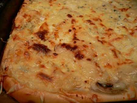 Smetanovo-sýrová pizza