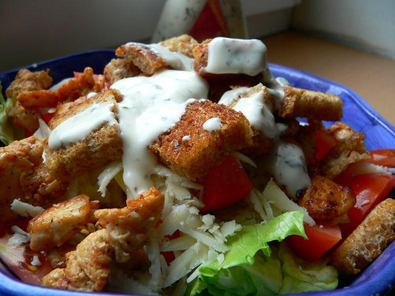 Kuřecí salát s krutony