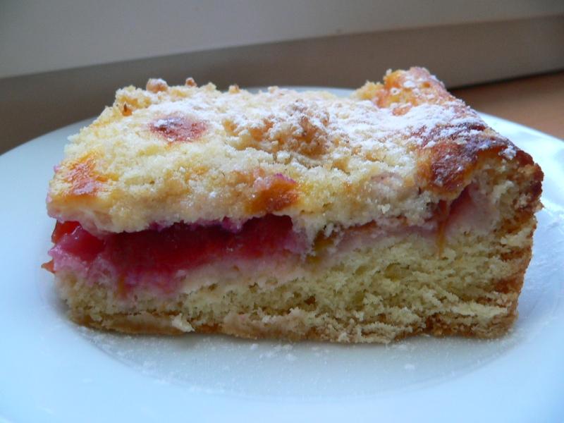 Ovocný koláč se smetanou