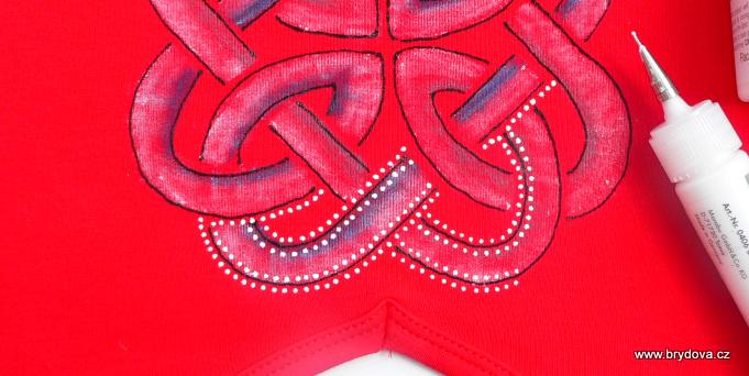Bílá textilní kontura