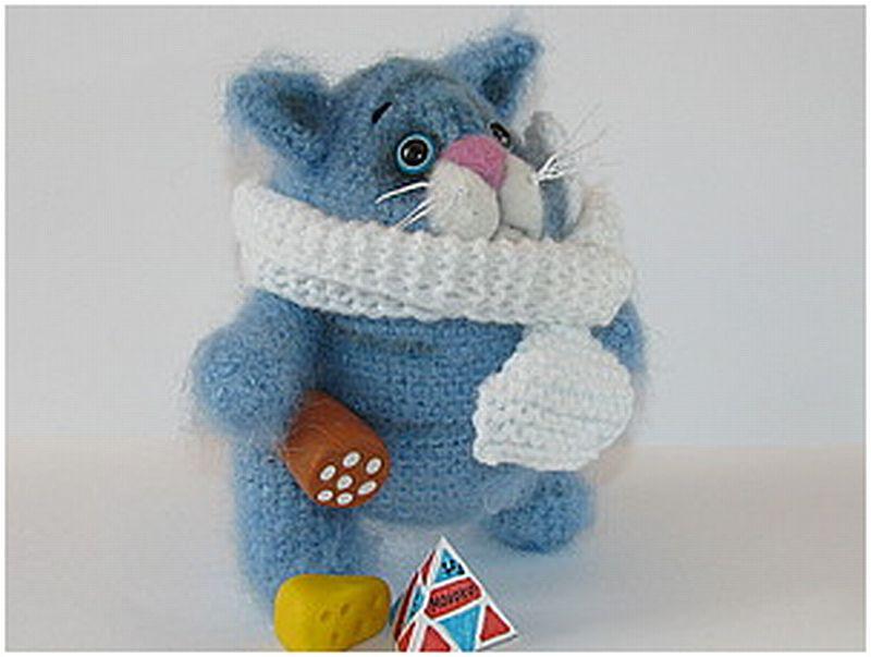 Háčkovaný modrý kocour