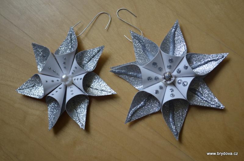 Třpytivé papírové hvězdy