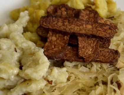 Halušky se zelím a tempehem nebo tofu